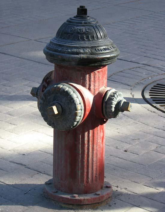 La borne-fontaine a un «look» des années 1930.