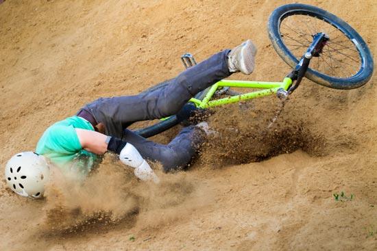 Que veut dire piquer une fouille? Jules fait une mauvaise chute à vélo.