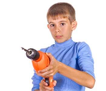 Le mot drill signifie perceuse dan sla langue parlée du Québec.