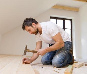 Plancher de bois franc est synonyme de parquet.