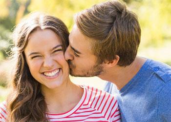 Le mot chum dans la langue québécoises signifie un copain, un petit ami, un amoureux. L'équivalent d'un Jules en France.